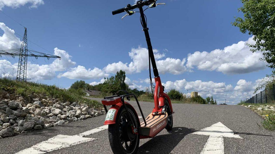 Die E-Scooter BMW X2City und Metz Moover fahren – natürlich ganz legal!